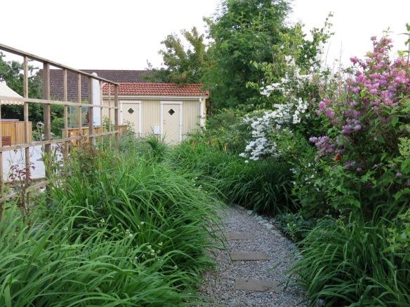 ...öppnar trädgården åter upp sig.