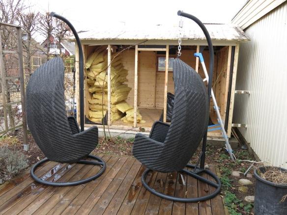 6 april 14 trädgårdsbod rivning 3