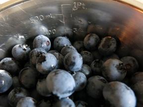 Blåbär passar fint till pajen