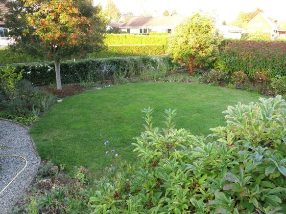 18 sep 14 framsida stäpprabatt gräsmatta