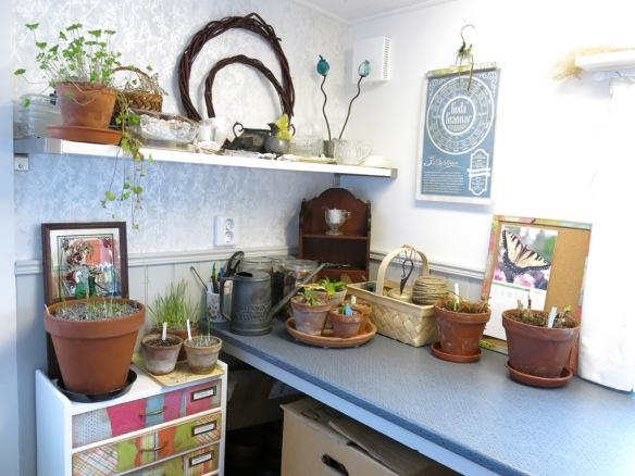 5 feb 15 trädgårdsbod trädgårdsrum arbetsbänk byrå