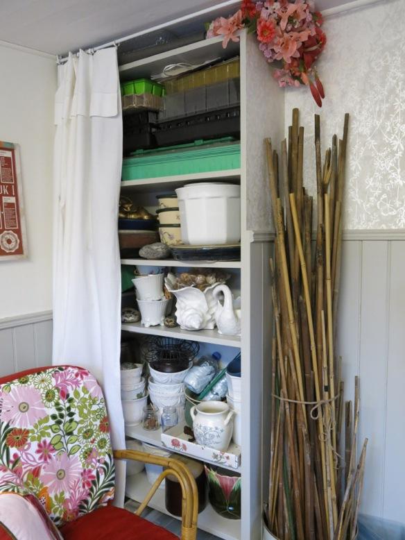 5 feb 15 trädgårdsbod trädgårdsrum förvaring bokhylla
